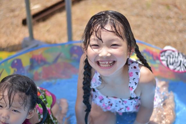 保育園のプール遊びは、2人以上の職員を配置する必要があることを知っていますか?